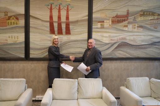 """Pasirašyta rangos sutartis su Viečiūnų darželį """"Linelis"""" renovuosiančia bendrove"""