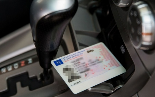 """Įmonėje """"Regitra"""" vyras pateikė suklastotas vairuotojo teises"""