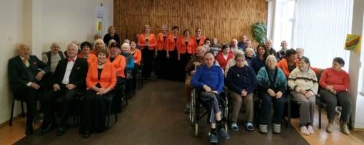 Telšių globos namų gyventojai ir darbuotojai tradiciškai susirinko paminėti Vasario 16-osios