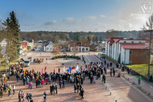 Lietuvos trispalvės spalvomis nušvitusi Vasario 16-oji Birštone