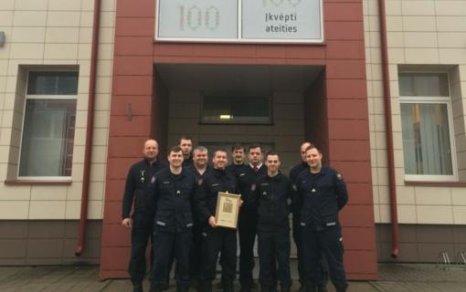Už atsidavimą profesijai apdovanotas ugniagesys gelbėtojas