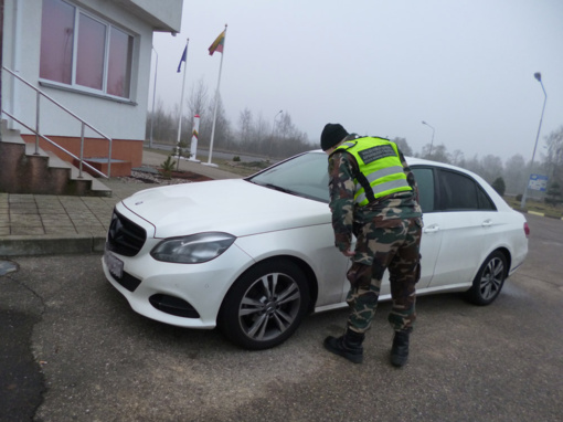 Kalvarijos pasieniečiai sulaikė vogtą automobilį vairavusį baltarusį