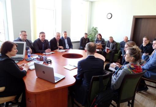 """Susitikimas dėl projekto """"Paslaugų ir asmenų aptarnavimo kokybės gerinimas Kelmės rajono savivaldybėje"""" įgyvendinimo"""