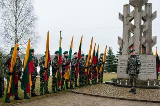 Jaunieji Baisogalos gimnazijos šauliai pagerbė partizanų atminimą