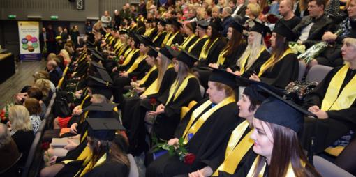 Beveik 100 kolegijos absolventų gavo diplomus