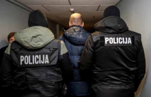 Prokurorai prašo skirti suėmimą 18 sulaikytų įtariamųjų, atnaujintas tyrimas dėl ketinimo pasikėsinti į du Klaipėdos pareigūnus