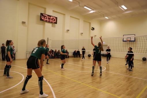 Čekiškės gimnazijos mokiniai nuo šiol sportuos naujoje sporto salėje