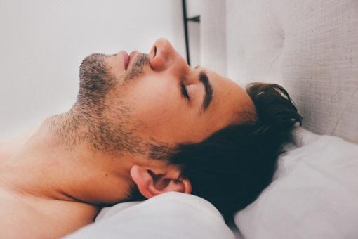 Kaip išmokti rytais atsikelti per 5 minutes