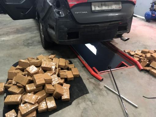 Muitininkai vėl sulaikė kvaišalų pilną automobilį – jau trečią per dvi savaites (vaizdo įrašas)
