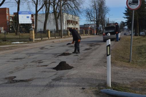 Širvintų mieste užpilamos duobės gatvėse