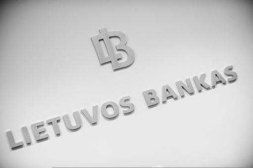 Lietuvos bankas dėl atsiskaitymų grynaisiais: neteikiama pirmenybė nė vienai atsiskaitymo priemonei