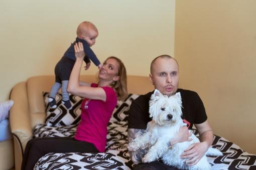 15 kv. m. kambario iššūkis: kaip patogiai gyventi 3 asmenų šeimai?