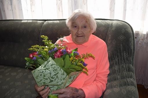 107-erių metų jubiliejaus proga pasveikinta girkališkė Ieva Kalvienė