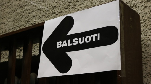 Vyriausybė pritarė balsavimo pakeitimams per rinkimus, siūlo neilginti balsavimo namuose