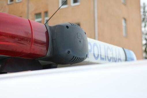 Policija nustatė, kas galėjo suniokoti knygų namelį Marijampolės poezijos parke