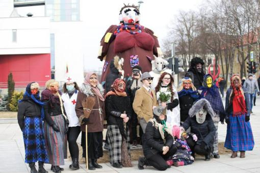 Užgavėnės Marijampolėje: trankiai ir solidariai marijampoliečiai žiemą vijo