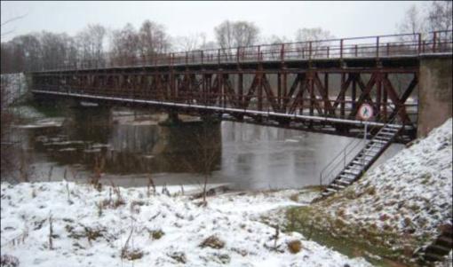 Nuo tilto nukėlė vyrą