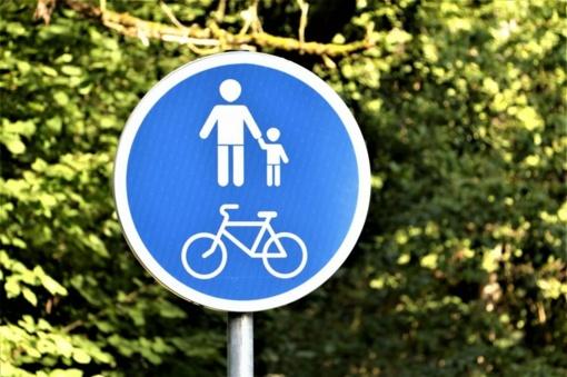 Vyksta intensyvūs darbai Tilžės gatvės pėsčiųjų - dviračių take