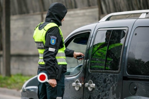 Kyšį pareigūnams siūlęs neblaivus vairuotojas uždarytas į areštinę