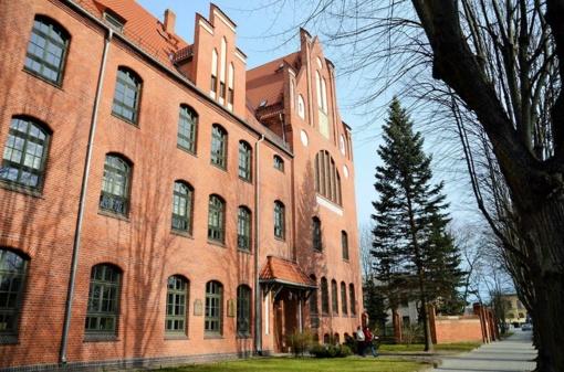Klaipėdos universitete atidengta atminimo lenta A. Ramanauskui-Vanagui