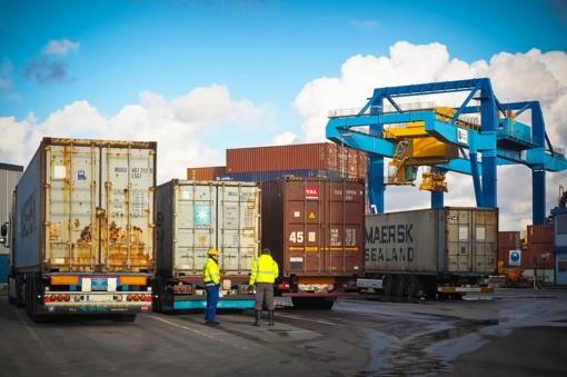 Sausį - mažesnis eksportas ir importas
