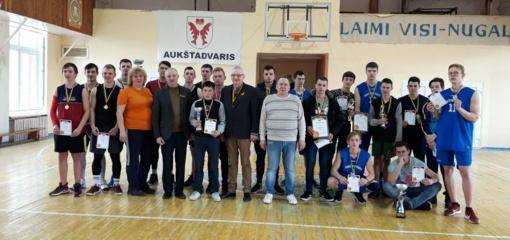 Aukštadvariečiai Lietuvos Nepriklausomybės atkūrimo dieną pažymėjo krepšinio aikštelėje