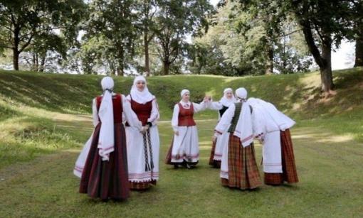 Biržų krašto sutartinės – nematerialaus kultūros paveldo paveldo vertybių paskelbimo iškilmėse tiesiogiai per televiziją