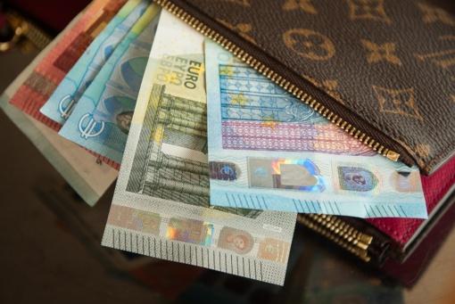 Kelmėje sukčiai iš senolės apgaule išviliojo 4 tūkst. eurų