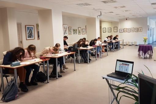 Lietuvių kalbos žinias tikrinosi Nacionalinio diktanto konkurse
