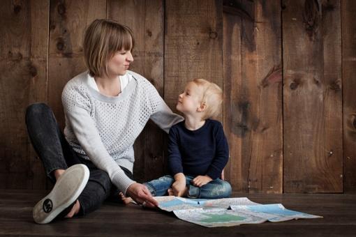 Kas priklauso vaikus auginantiems tėvams pagal Darbo kodeksą?