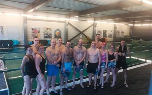 Tauragės apskrities vyriausiojo policijos komisariato pareigūnai dalyvavo plaukimo varžybose