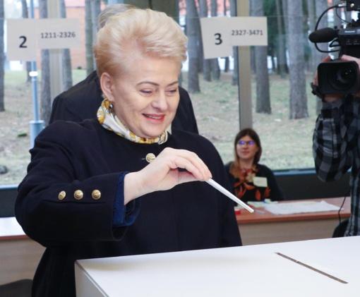 Prezidentė D. Grybauskaitė sako balsą atidavusi už nevagiantį kandidatą