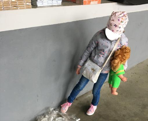 Kontrabandą gabenusi moteris kartu vežėsi ir savo penkiametę dukrą