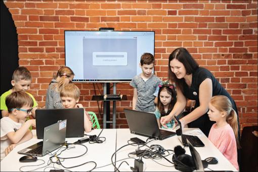 Vaikams iš regionų – prestižiniu apdovanojimu įvertinta nemokama programavimo akademija