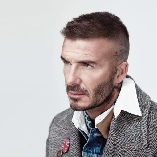 Britų futbolo žvaigždei D. Beckhamui gresia bausmė už naudojimąsi telefonu vairuojant