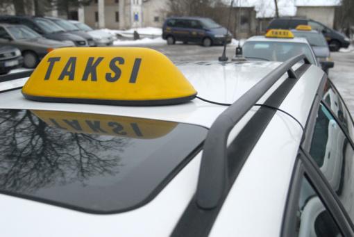 Kėdainiuose eismo įvykio metu nukentėjo taksi keleivė