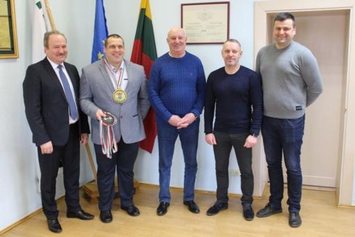 Savivaldybės vadovai pasveikino sportininką Tadą Gečą