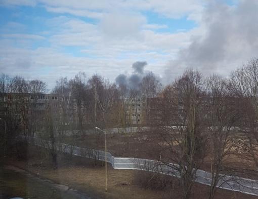 Kaune per gaisrą daugiabutyje nukentėjo trys žmonės, evakuojami gyventojai