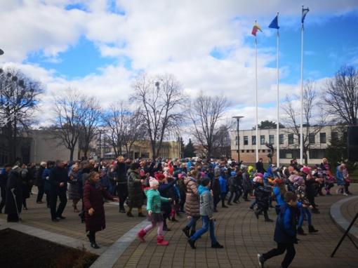Bendru šokiu pasveikinta Žemė – Birštono savivaldybėje paminėta Pasaulinė Žemės diena