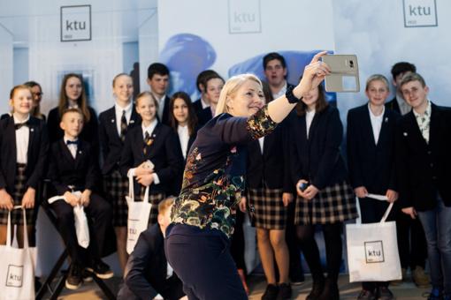 Lietuvos mokyklų apdovanojimai vėl kviečia rinkti metų geriausius