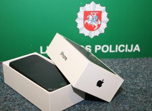 """Policijos pareigūnai savininkui nori atiduoti mobiliojo ryšio telefoną """"Apple iPhone7"""""""
