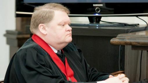 Iš neblaivaus vairavusio eksprokuroro D. Baraniūno teismas konfiskuoja 10 tūkst. eurų