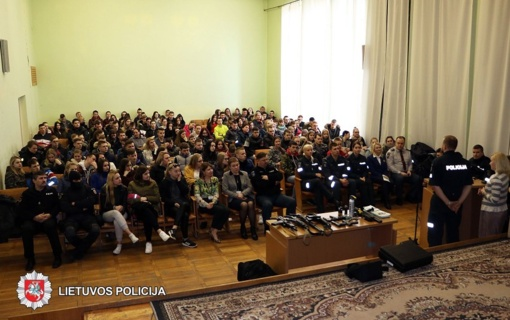 Duris moksleiviams atvėrė Panevėžio apskrities policija