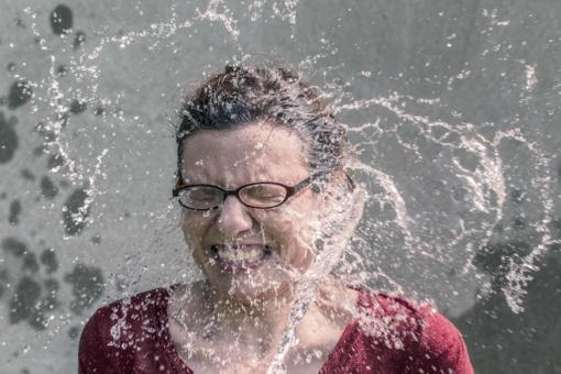 Kokios temperatūros vandeniu prausti veido odą?