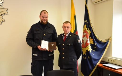 Ugniagesys gelbėtojas apdovanotas už išgelbėtą gyvybę