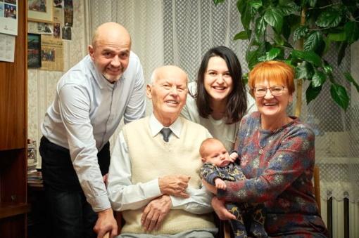 Iškilmingai pasveikintas 95-metį švenčiantis Albinas Lukošius