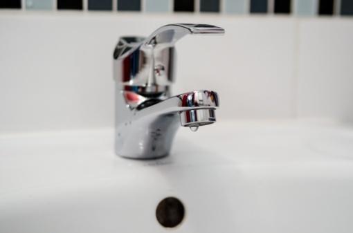 """Patvirtinta UAB """"Varėnos vandenys"""" bazinė geriamojo vandens tiekimo ir nuotekų tvarkymo paslaugų kaina"""