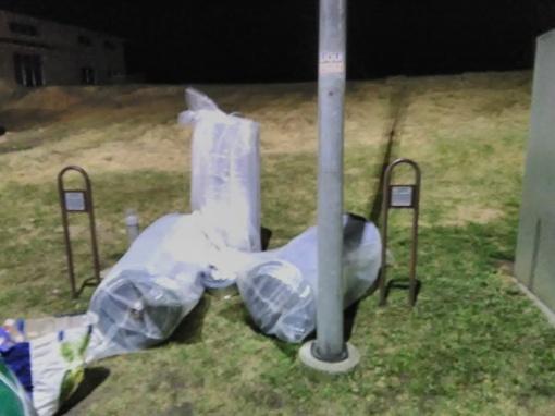 Lazdijų policijos pareigūnai aptiko gudriai užmaskuotą rūkalų kontrabandą