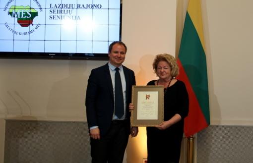 Prezidentūroje įteiktas apdovanojimas Seirijų seniūnijai