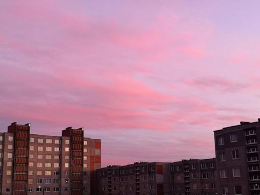 Nuotraukose – nuostabaus grožio vakaro dangus